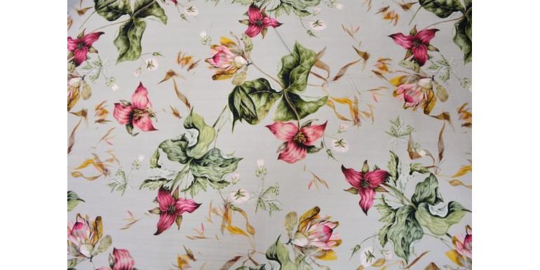 Костюмная ткань с цветочным принтом